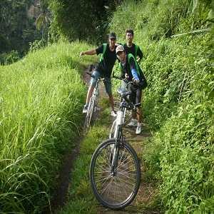 Bersepeda di Bukit Campuhan Ubud Bali