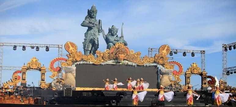 Nusa Dua Fiesta di Pulau Peninsula Bali