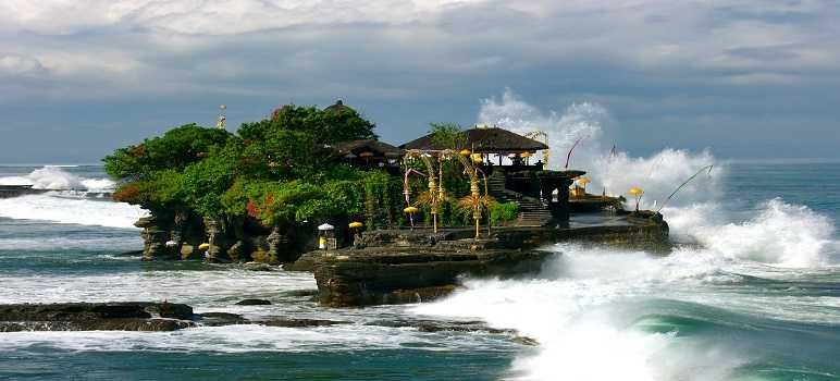 7 Mitos & Sejarah Pura Tanah Lot Bali + Harga Tiket Masuk 2020