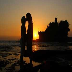 Romantisme Sunset Tanah Lot Bali