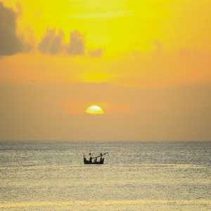 Sunset di Pantai Dreamland Pecatu Bali
