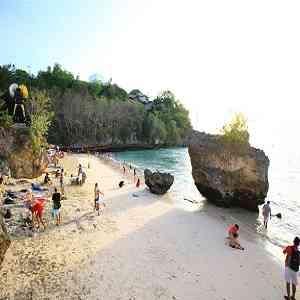 Pantai Padang Padang Bali di Labuan Sait Pecatu