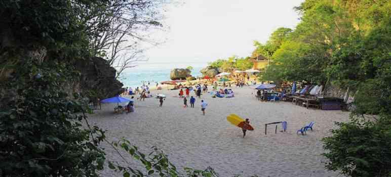 Pantai Padang Padang Bali di Labuan Sait Pecatu Uluwatu