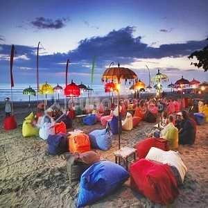 Tempat Wisata Pantai Double Six di Seminyak Bali