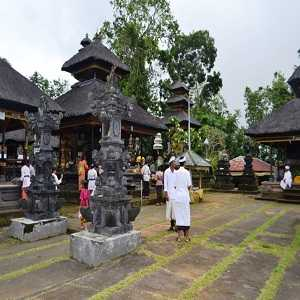 Pura Pucak Tedung Di Desa Kerta Petang Badung Bali
