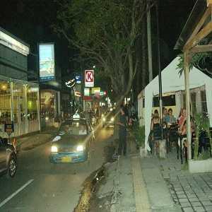 Wisata Malam Hari di Jalan Oberoi Bali