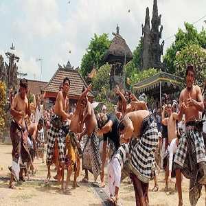 Perang Tpat Bantal Di Desa Kapal