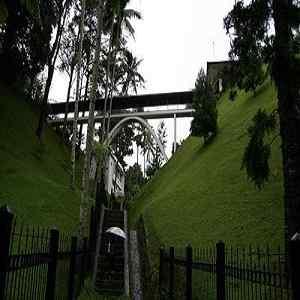 Jembatan Persahabatan Sejarah Pura Tirta Empuk Istana Tampak Siring Ubud Bali