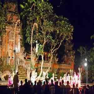 Tari Kecak di Pura Taman Saraswati Ubud Gianyar Bali