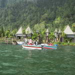 Naik Speed Boat di Danau Bratan Bedugul Tabanan Bali