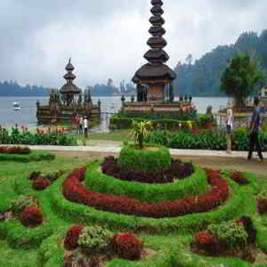 Taman Bunga di Danau Beratan Bedugul Tabanan Bali