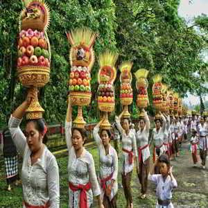 Upacara Piodalan di Objek Wisata Pura Alas Kedaton Tabanan Bali