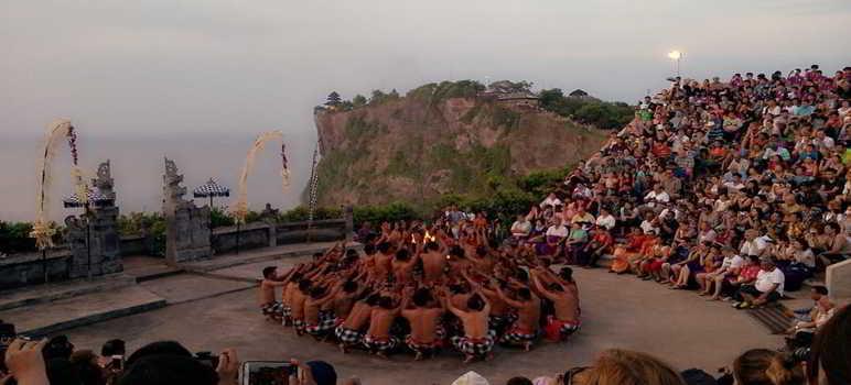 Kecak Dance di Pura Luhur Uluwatu Bali
