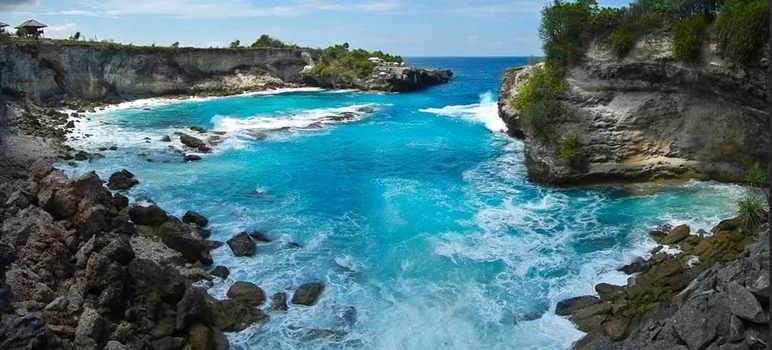 Pantai Blue Lagoon di Nusa Ceningan Bali