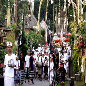 Perayaan Hari Galungan di Desa Penglipuran Bangli Bali