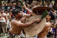 Tradisi Perang Pandan di Desa Tenganan Pegringsingan Bali