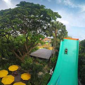 Wahana boomerang Waterbom Bali