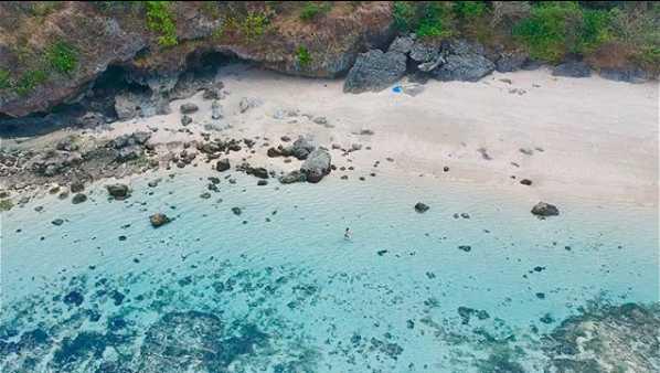 Pantai Pasir Putih Gunung Payung Bali