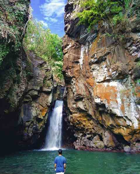 Air Terjun Tembok Barak Sambangan Bali