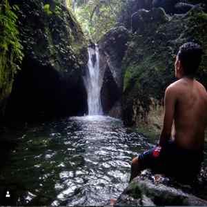 Air Terjun Batu Belah Jembrana Bali