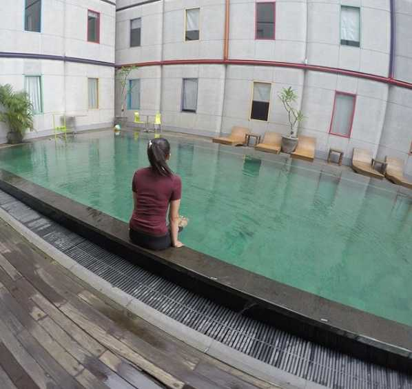 Kolam Renang POP! Hotel Kuta Beach Bali