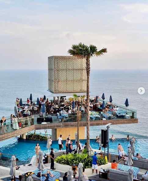 Omnia Day Club Uluwatu Bali Fasilitas Harga Menu Tiket