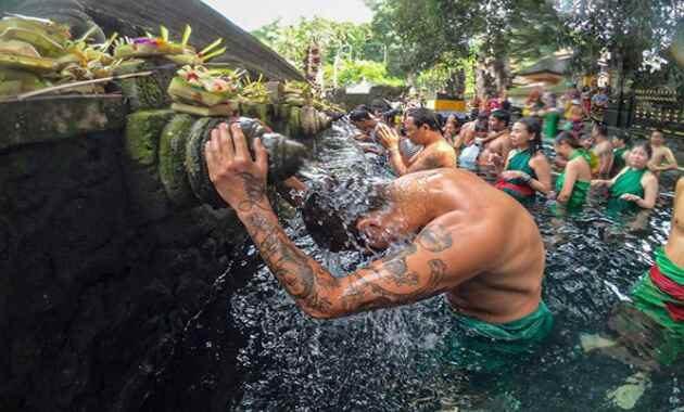Pura Tirta Empul Tampak Siring Ubud Gianyar Bali