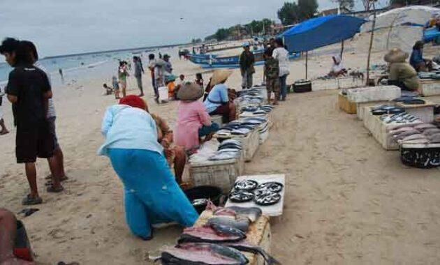 pasar-ikan-tepi-pantai-kedonganan (2)